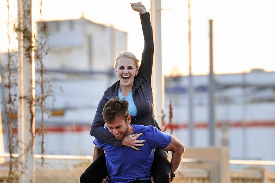Navy Diver Competes on Blind Date Edition of Amazing Race